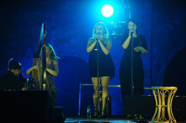 Nhóm nhạc đến từ Irish biểu diễn trong dự án Nguồn cội của nhạc sĩ Quốc Trung.