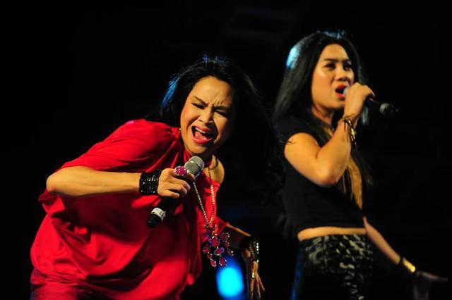 Thanh Lam hòa giọng cùng nữ ca sĩ trẻ Hà My - giọng ca đến từ cuộc thi Giọng hát Việt màu thứ 2.