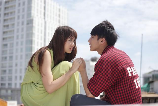 Trong phim Hari Won vào vai Sky là một cô sinh viên người Hàn Quốc sang Việt Nam du học. Phong vô tình bắt gặp Sky lúc cô đang chơi đá cầu với đám trẻ con cùng xóm. Như bị vẻ xinh xắn của Sky bỏ bùa, Phong ngay lập tức làm quen và kéo Sky vào chơi cùng một nhóm. Sky và Phong dần dần khăng khít và cả hai trở thành một đôi trời sinh, mặc dù hàng ngày vẫn bị bất đồng ngôn ngữ…