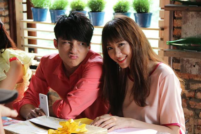 Vào vai người yêu của một ca sĩ nổi tiếng, Hari có một kết nối tình cảm rất mạnh mẽ với bạn diễn Sơn Tùng, khi xem phim đa phần khán giả sẽ thấy được rằng Hari đang yêu Đình Phong như một con người thật chứ không chỉ là một nhân vật trong phim.