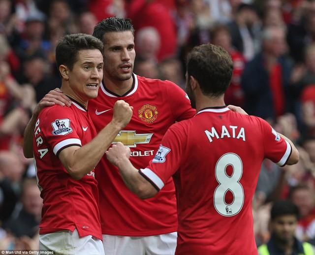 Herrera (trái) và Mata góp công vào chiến thắng 4 sao của Man Utd.