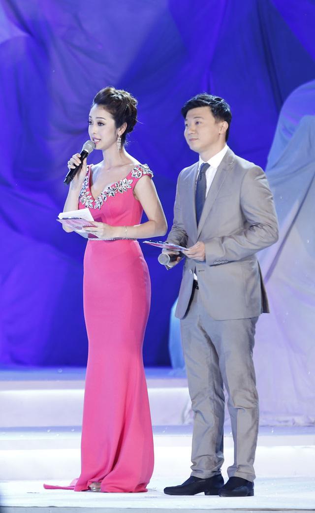 MC Jennifer và Khắc Nguyện dẫn dắt đêm CK Hoa hậu Việt Nam 2014