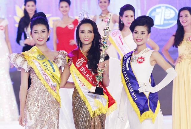 (Từ trái qua) Á hậu 1 Nguyễn Trần Huyền My, Hoa hậu Nguyễn Cao Kỳ Duyên, Á hậu 2 Nguyễn Lâm Diễm Trang. Năm nay, top 3 đều đã nhận được các giải thưởng phụ của cuộc thi.