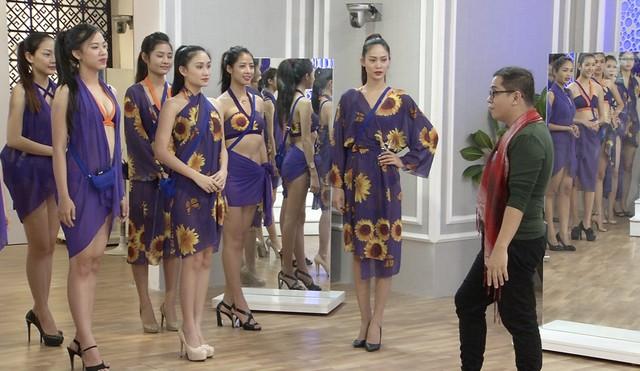 Một buồi luyện tập của các thí sinh Hoa khôi áo dài Việt Nam
