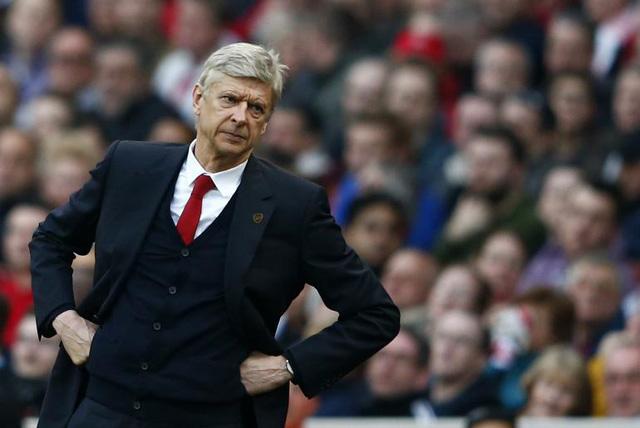 Giáo sư Wenger lại đối mặt với một cơn đau đầu mới