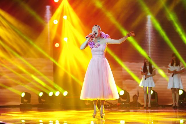 Hồ Quỳnh Hương mở màn đêm CK Nhân tố bí ẩn bằng liên khúc Anh - Hoang mang - Có nhau trọn đời lôi cuốn khán giả