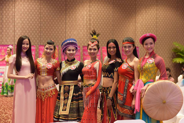 Các thí sinh tham dự phần thi tài năng