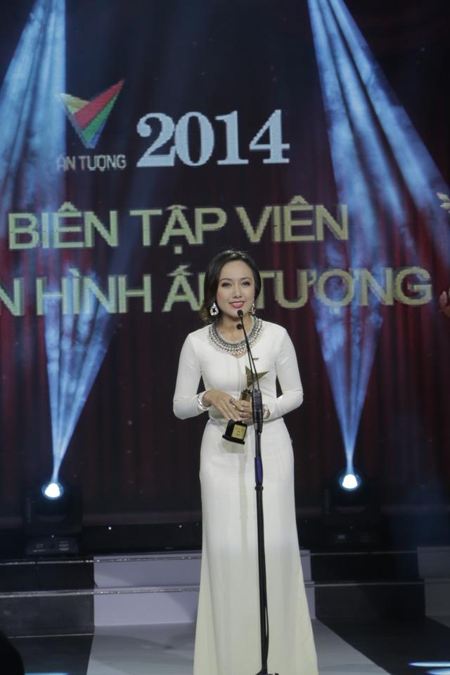 BTV Hoài Anh bối rối giây phút lên hình ở Ấn tượng VTV 2014 - Ảnh 1.