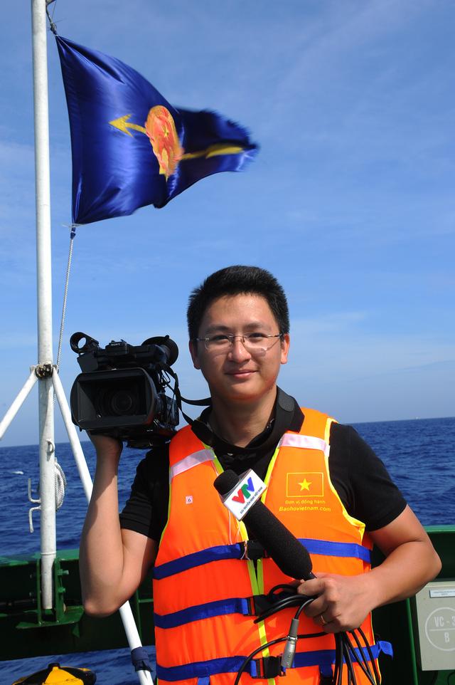 BTV Trần Long trong chuyến công tác tại Hoàng Sa.