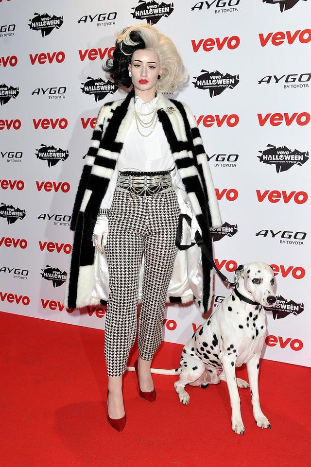 Nữ ca sĩ Iggy Azalea hóa thân thành mụ Cruella de Vil độc ác trong 101 chú chó đốm