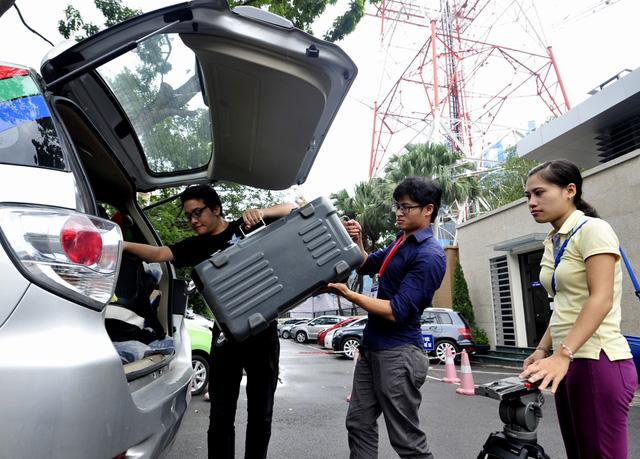 Các ê-kip của VTV đã lên đường tới vùng bão tác nghiệp. (Ảnh: Trung tâm Truyền hình thời tiết)