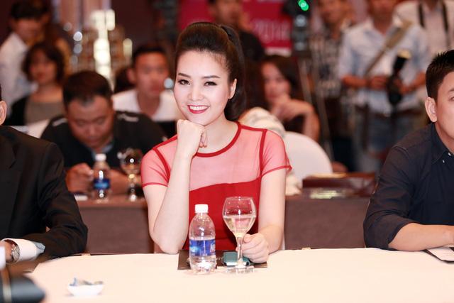 Á hậu 2 Hoa hậu Việt Nam 2008 - Thụy Vân