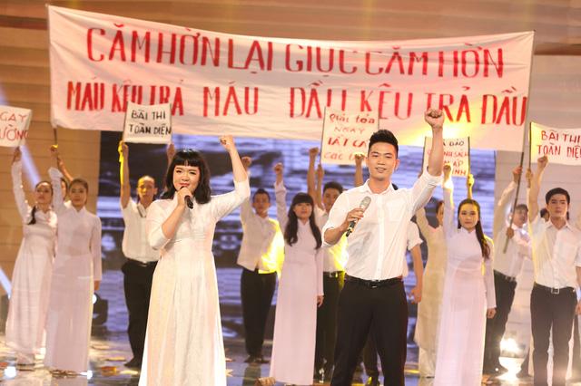 Âu Bảo Ngân thể hiện một ca khúc trong chương trình Giai điệu tự hào