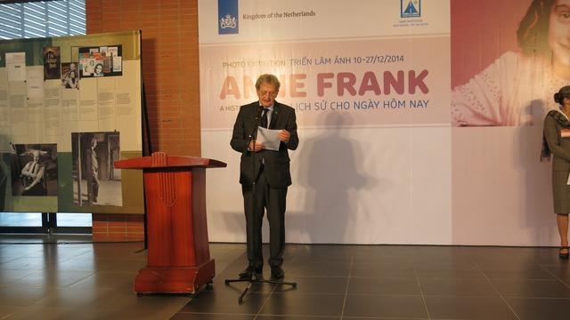 Thị trưởng Amsterdam phát biểu tại cuộc triển lãm.