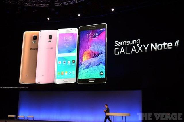 Note 4 không có nhiều khác biệt về thiết kế so với Note 3. Ảnh: The Verge.