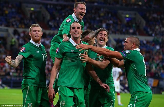 John OShea mang về một điểm quý giá cho Ireland