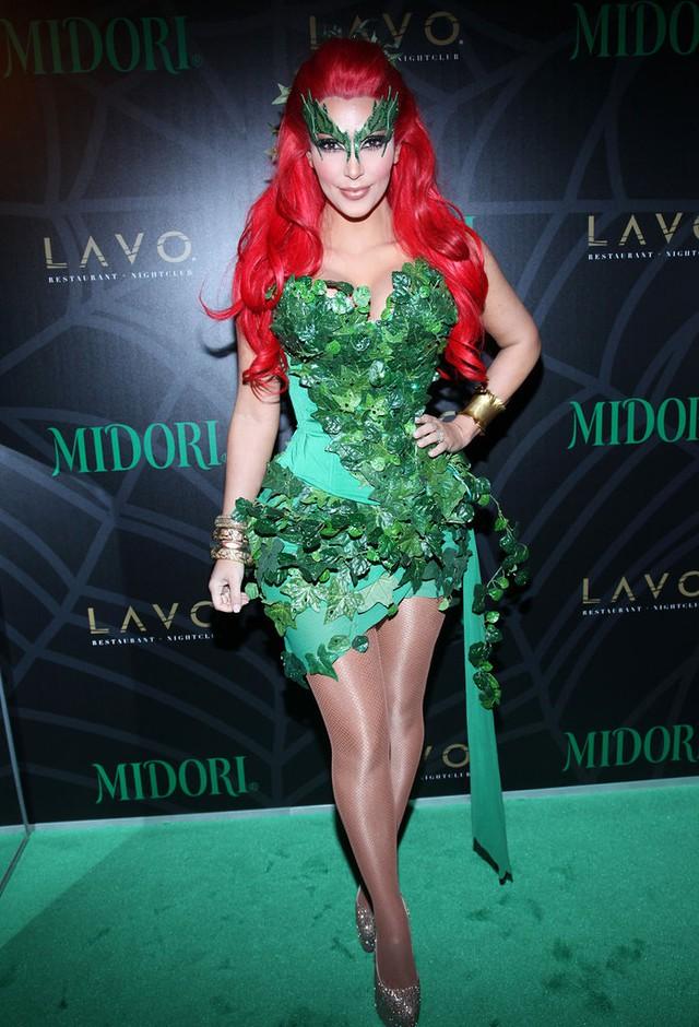 Cô Kim siêu vòng ba vô cùng quyến rũ khi hóa thân thành Poison Ivy