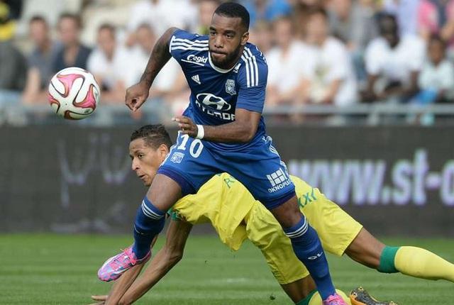 Lacazette là vua phá lưới lượt đi Ligue 1.