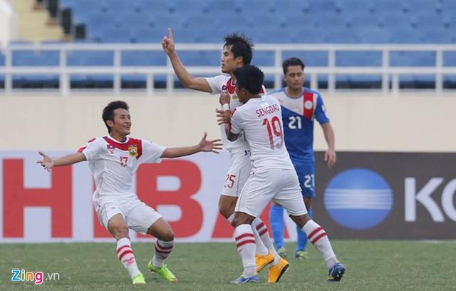 ĐT Lào gây bất ngờ với bàn thắng mở tỉ số từ khá sớm (Ảnh: Zing)