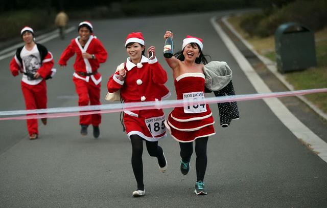 Những thí sinh tham gia vào một cuộc chạy bộ từ thiện ở Công viên Kasai Rinkai, Tokyo, Nhật Bản. (Nguồn: AP)