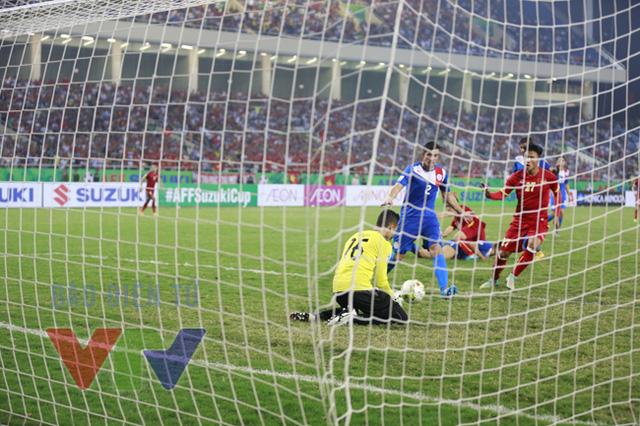Tuy không ghi được thêm bàn thắng thế nhưng những sự thay đổi của HLV Miura vẫn giúp ĐT Việt Nam đảm bảo một thế trận vừa đủ để giành chiến thắng.