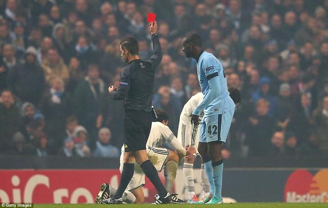Yaya Toure bị phạt thẻ đỏ sau một pha chơi xấu