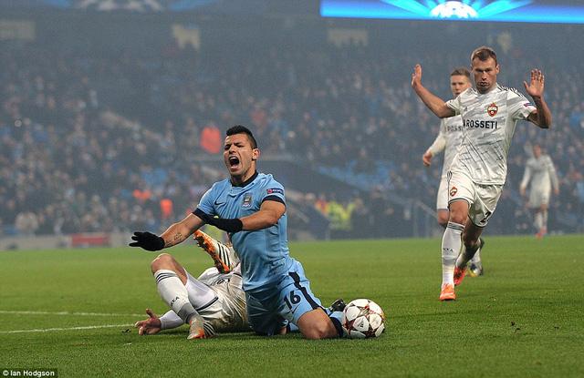 Các cầu thủ Man City bị khớp khi phải thi đấu tại Champions League ?