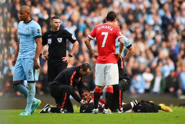 Không những thế, họ còn đối mặt nguy cơ mất Marcos Rojo dài hạn bởi cầu thủ người Argentina đã dính chấn thương vai nghiêm trọng sau một pha va chạm với Demichellis trong trận đấu.
