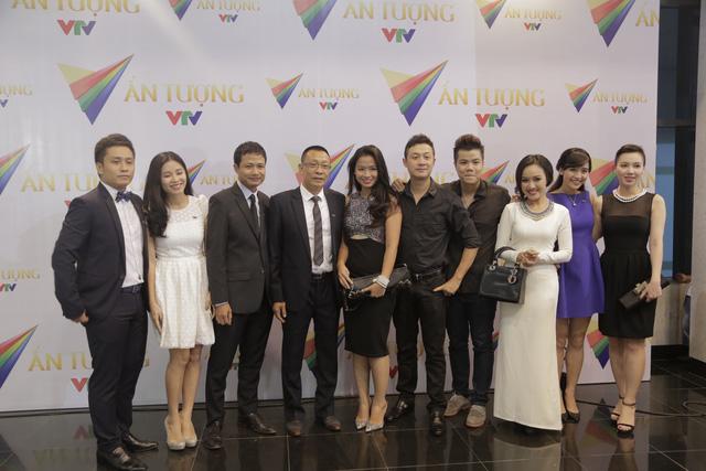 Đội ngũ trai xinh, gái đẹp của VTV tỏ ra không hề kém sắc hơn so với các vị khách mời.