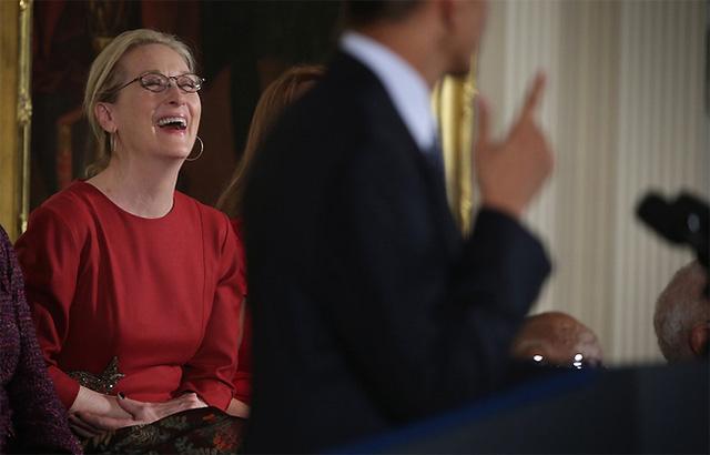 Nụ cười vui vẻ và hạnh phúc của Meryl khi nhận được những lời ngợi ken từ đương kim Tổng thống của nước Mỹ.