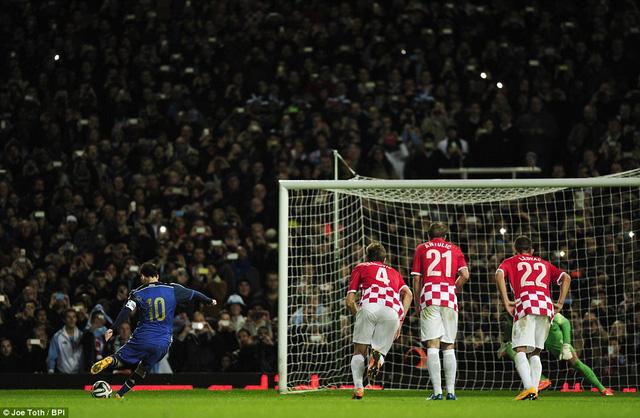 Messi giúp Argentina thắng trận