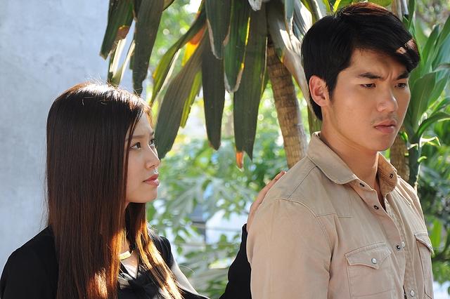 Mi Trần và Trương Nam Thành trong một cảnh phim
