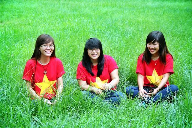 Ba cô gái miền Trung mang nét Huế dịu dàng tới chuyến giao lưu