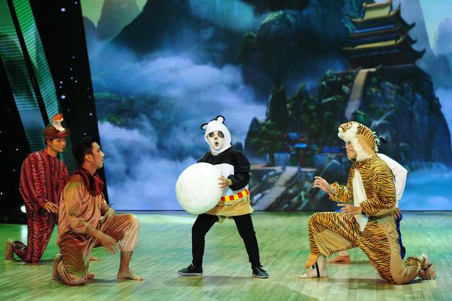 Minh Khang hài hước đóng vai gấu trúc panda