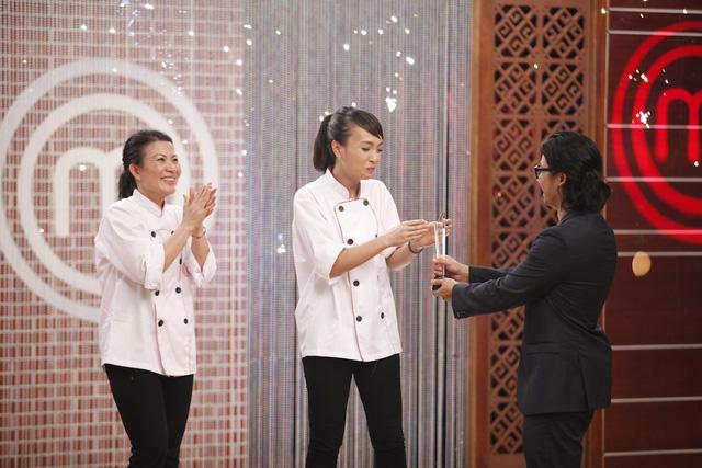 Danh hiệu Vua đầu bếp là món quà tuyệt vời và xứng đáng cho cô gái nhân viên ngân hàng tài năng và xinh đẹp.