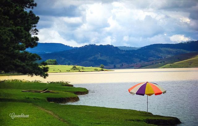 Ngoài ra, Đà Lạt còn sở hữu một số địa điểm thu hút khách như núi Langbiang, khu thiền viện Trúc Lâm, hồ Tuyền Lâm...