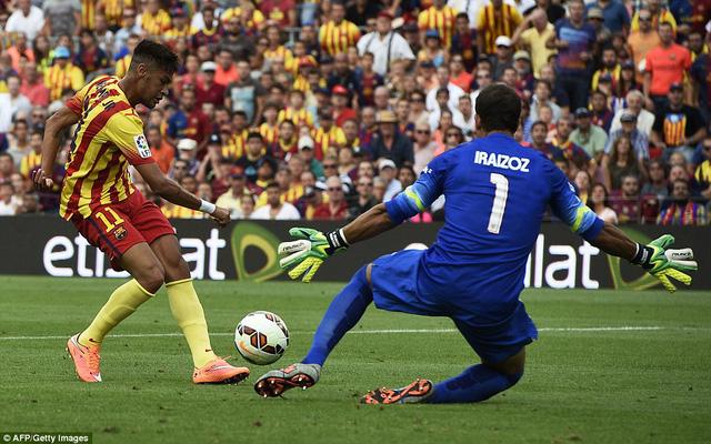 Neymar ghi 2 bàn thắng đều từ các đường chuyển của Messi