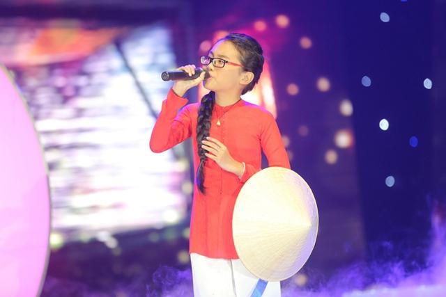 Phương Mỹ Chi đã thể hiện ca khúc Tình mẹ trong liveshow Ngọc Sơn. Đây cũng là lần đầu tiên cô bé xuất hiện tại chương trình Dấu ấn.