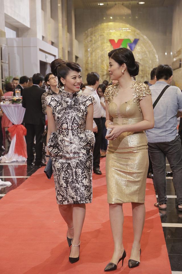 BTV Ngọc Trinh (trái) tại Lễ trao giải Ấn tượng VTV