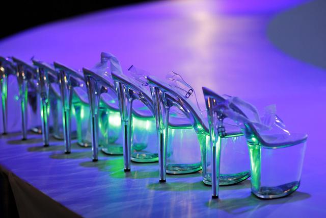 Những đôi giày cao gót dành cho các thí sinh nữ khi thực hiện thử thách khó khăn này