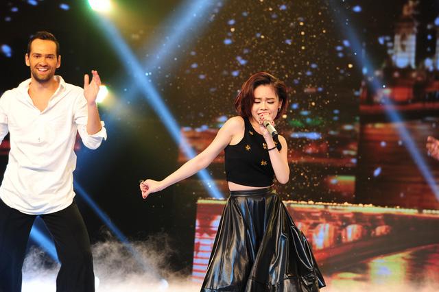 Giang Hồng Ngọc chinh phục khán giả bởi khả năng kết hợp vũ đạo và hát không mệt mỏi trong đêm thi Bán kết