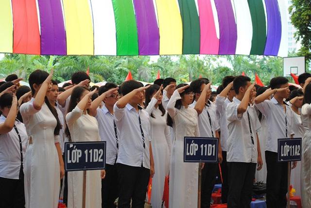 Họcsinh trường Trung học Đoàn Thị Điểm, Hà Nội trong ngày khai giảng.