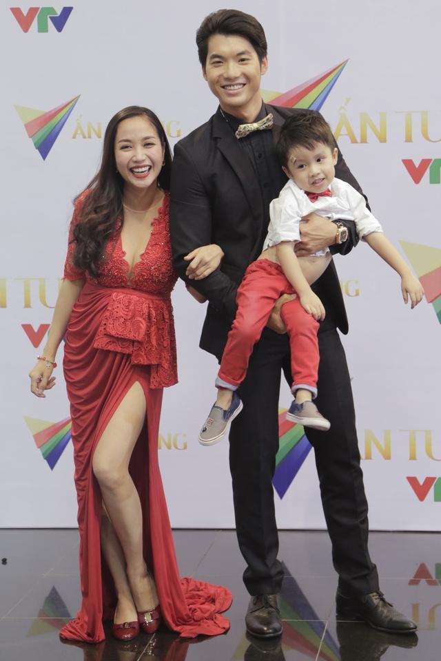 MC Ốc Thanh Vân bụng bầu vẫn đẹp rạng ngời bên cậu con trai kháu khỉnh và bạn nhảy trong chương trình Bước nhảy hoàn vũ - Siêu mẫu Trương Nam Thành.