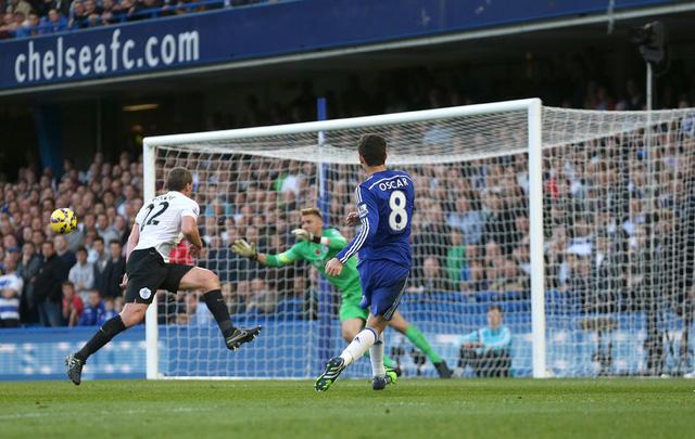 Dù không thực sự áp đảo tuy nhiên nhìn chung Chelsea vẫn đang thi đấu hiệu quả. Chiến thắng 2-1 đủ để thầy trò HLV Jose Mourinho tiếp tục nắm ngôi đầu trong cuộc đua vô địch Premier League 2014/15 sau vòng 10.