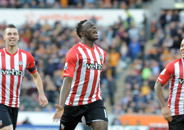 Victor Wanyama ăn mừng bàn thắng ghi được cho Southampton vào lưới Hull City. Pha lập công của cầu thủ này đã giúp Southampton giành trọn 3 điểm ở vòng 10, qua đó tiếp tục an vị ở ngôi số 2 trên BXH.