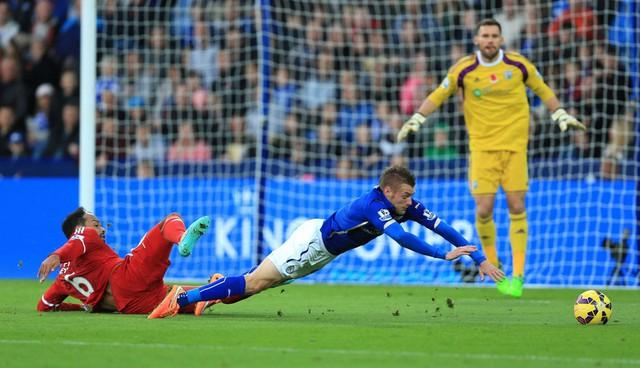 Ở một cuộc đọ sức khác, Leicester City thất thủ 0-1 ngay trên sân nhà trước West Brom.