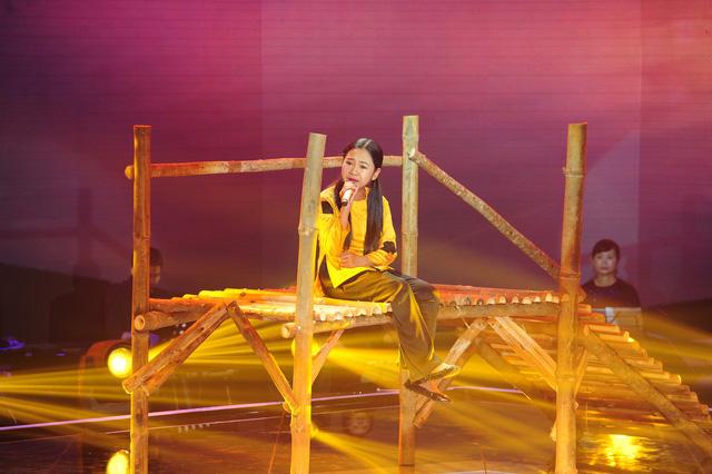 Cô bé Trần Linh nhi với ca khúc Ru lại câu hò