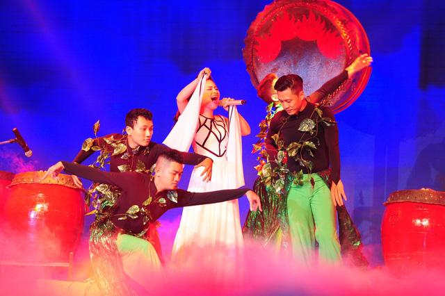 Dương Hoàng Yến trên sân khấu Cặp đôi hoàn hảo 2014
