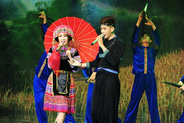 Tiết mục Tình yêu màu nắng của cặp đôi Minh Trung - Minh Thư ở Liveshow đầu tiên
