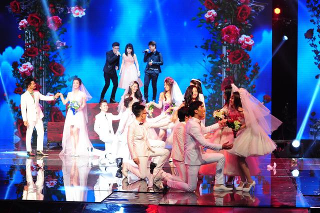 Màn xuất hiện ấn tượng của 7 cô dâu, chú rể trong Cặp đôi hoàn hảo 2014